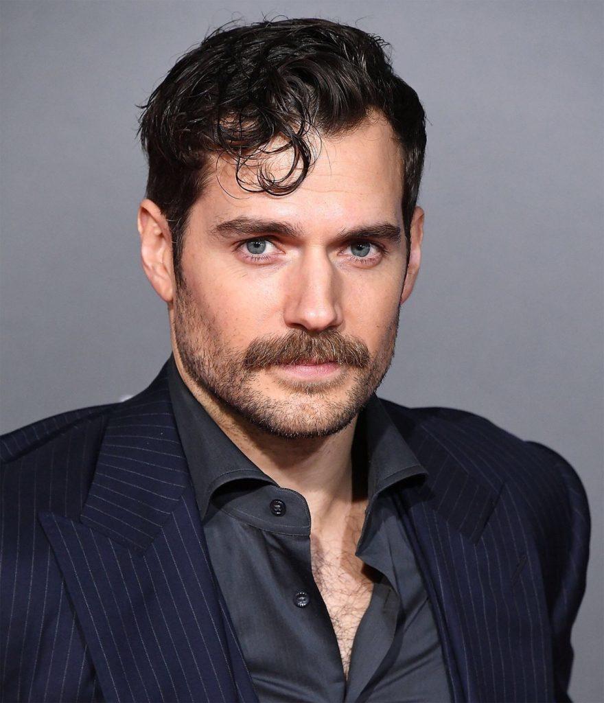 bigode do ator Henry Cavill