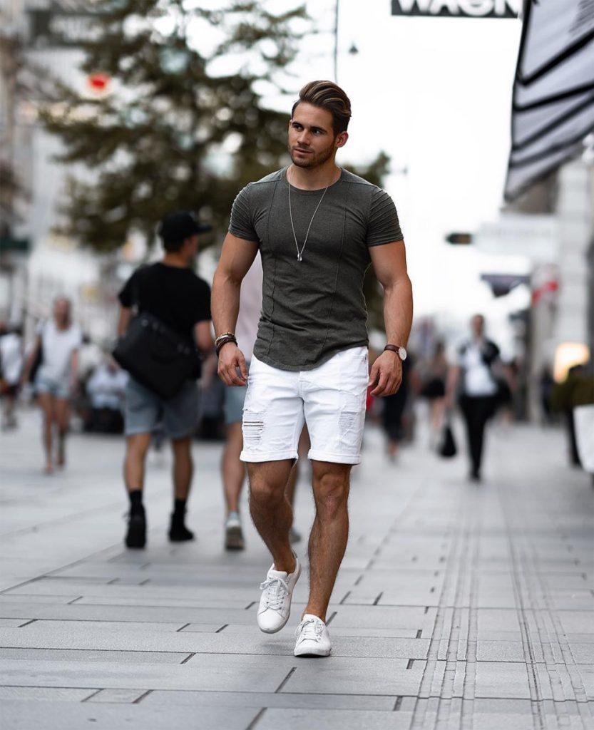 Tendência de bermuda curta masculina