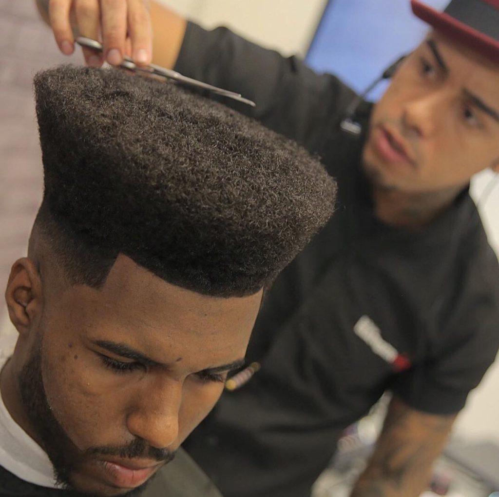 Corte de cabelo masculino afro Flat Top