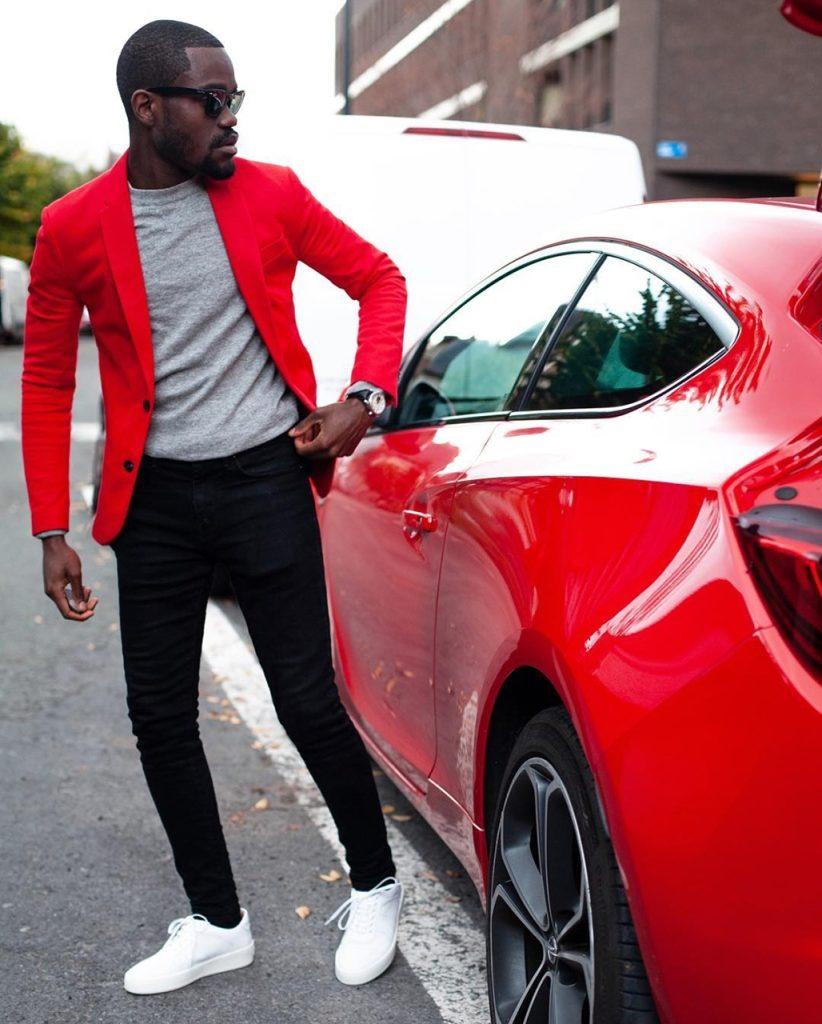 Outfit masculino com blazer vermelho