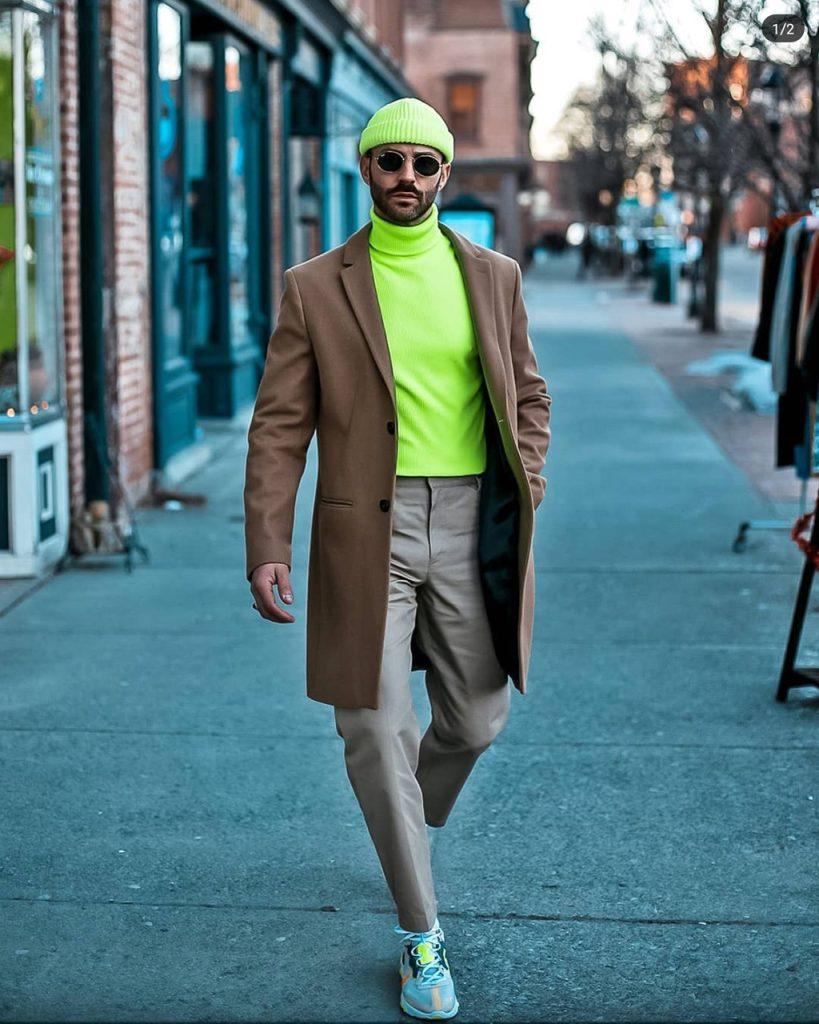 Outfit masculino de inverno com neon