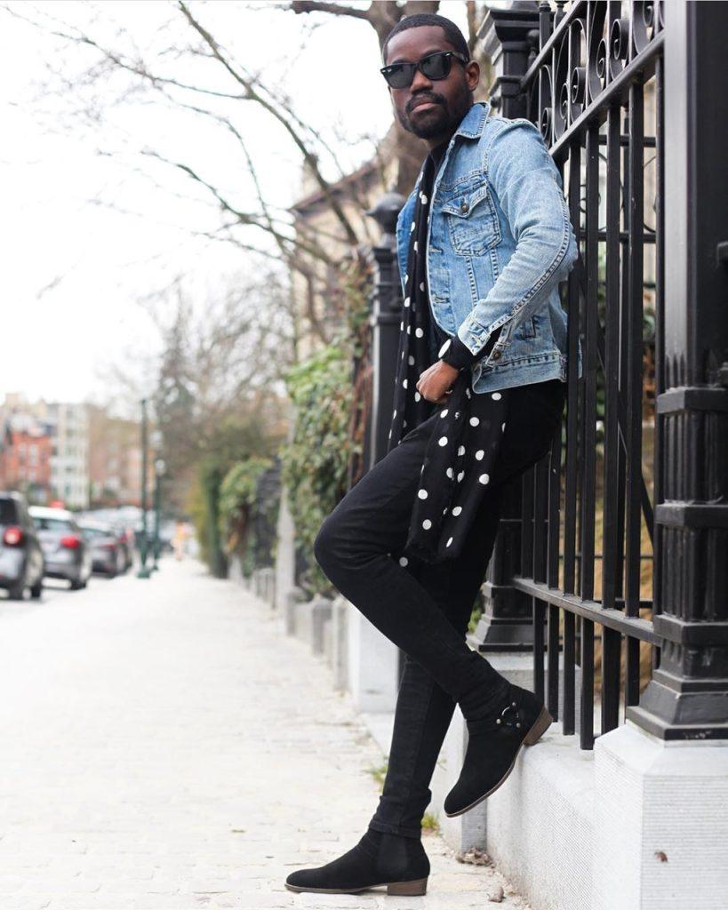 Homem usando jaqueta jeans