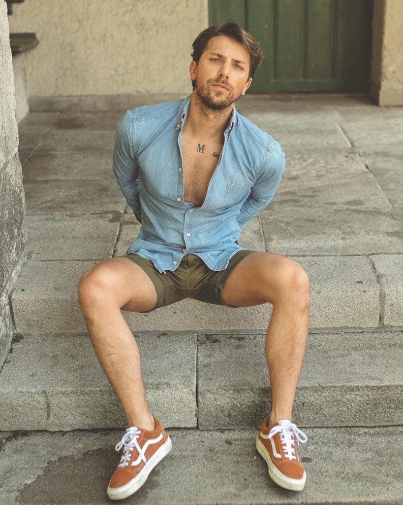 Análise de look masculino com camisa jeans