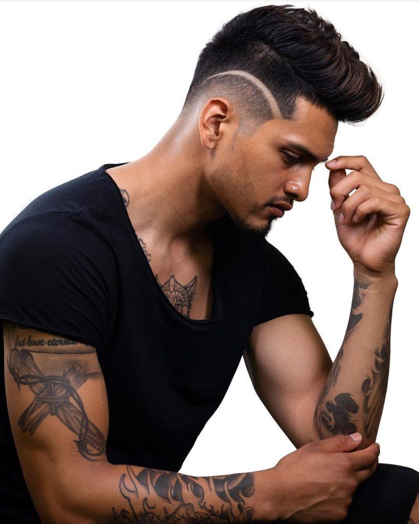 Corte de cabelo masculino com risco lateral